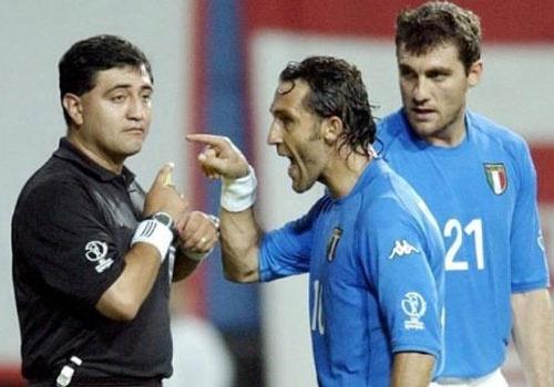 Trong tai World Cup 2002, sau tai tieng o Han Quoc den buon ma tuy hinh anh