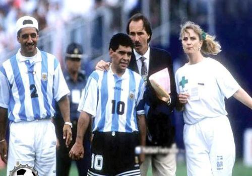 Maradona o World Cup 1994: Ma tuy va bi dong doi 'dam len sau lung' hinh anh