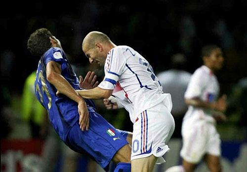 Zidane o World Cup 2006: Cu huc dau va nhung tieng nghien rang oan han hinh anh