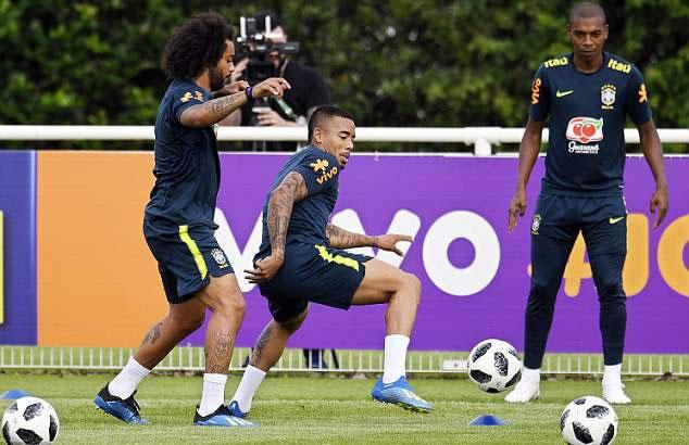 Neymar tai phat chan thuong truoc World Cup hinh anh 9