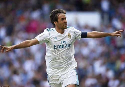 Raul va Roberto Carlos tai xuat, doi huyen thoai Real thang tran 2-1 hinh anh