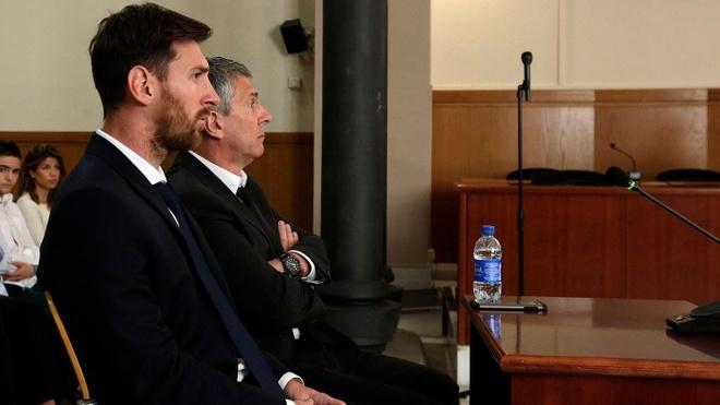 Messi cao buoc Madrid boi nho danh du minh trong lum xum tron thue hinh anh 2