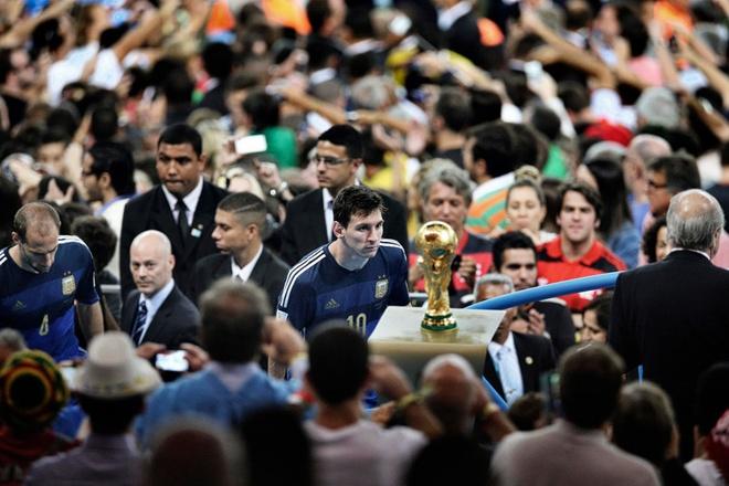 Roberto Carlos: 'Neu la nguoi Brazil, Messi da vo dich World Cup'