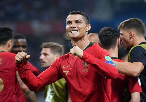 Mac ke tron thue, Ronaldo van lap hat-trick chinh phuc World Cup hinh anh