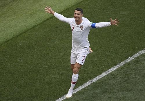 Roy Keane: 'Ronaldo o mot dang cap khac so voi Messi' hinh anh