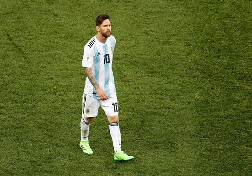 Argentina vs Nigeria: Messi giuong doi canh phuong hoang hinh anh