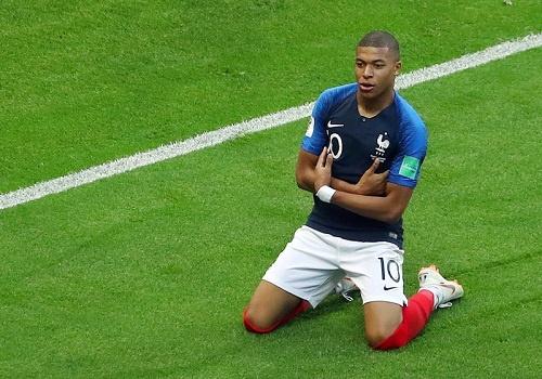 Kylian Mbappe: Than tuong Ronaldo, va gio la lat do Messi hinh anh