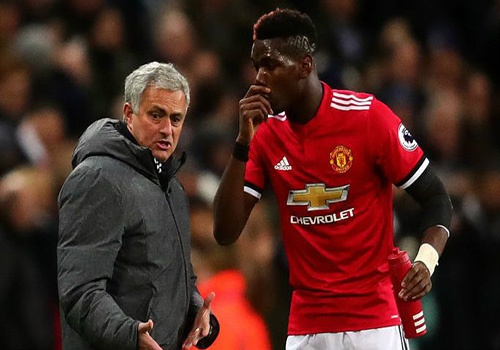 HLV Mourinho chi dao cau thu MU cat ngan ky nghi hinh anh