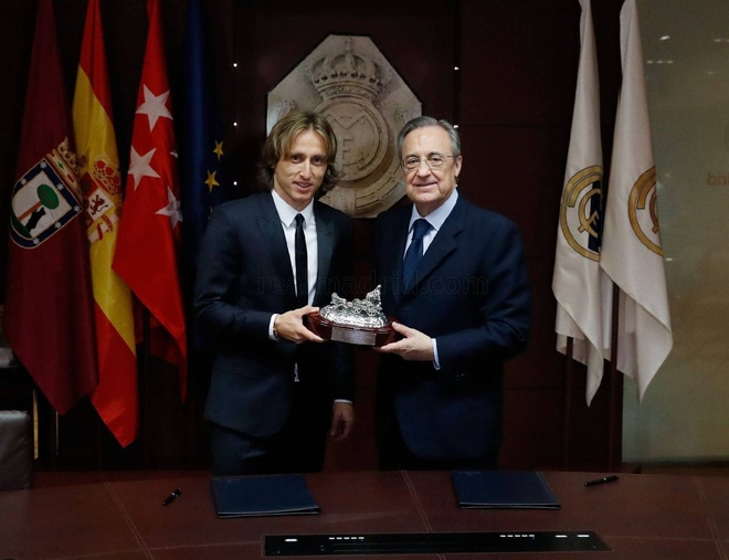 Real Madrid: Cung co ngay 'bo gia' Perez phai tron tranh hinh anh 2