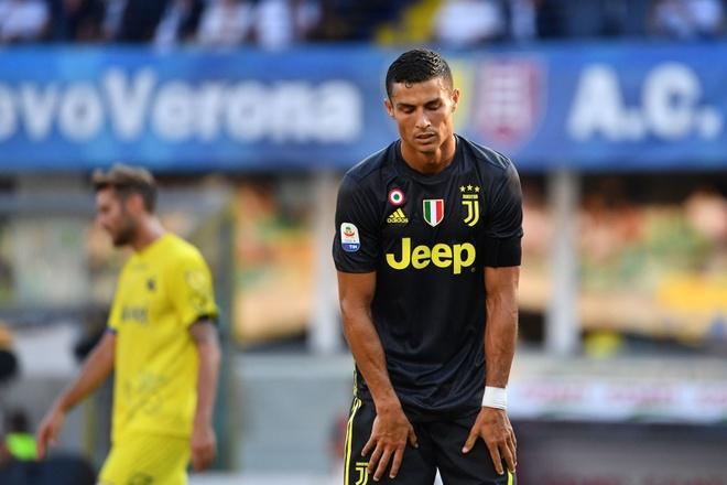 Juventus thang nhoc Chievo 3-2: Bai hoc dat gia cho Ronaldo hinh anh