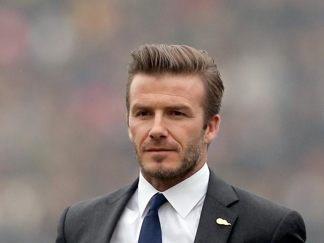 David Beckham nhan giai thuong tu UEFA hinh anh