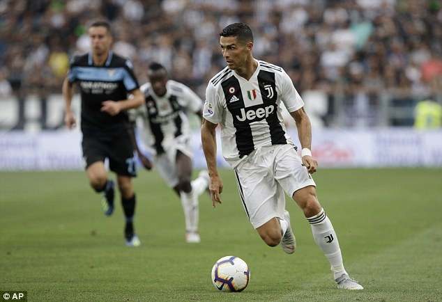 Ronaldo tit ngoi 2 tran lien tiep: Chuyen gi xay ra voi CR7? hinh anh