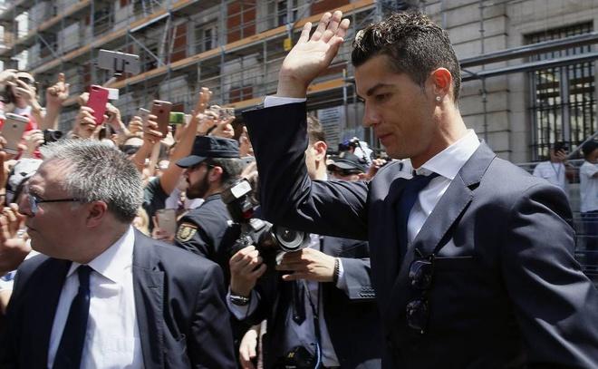 Mourinho tron thue: Khi Tay Ban Nha tro thanh 'dat du' voi ngoi sao hinh anh 3