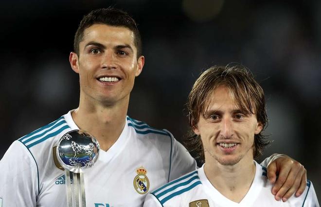 Casemiro gat Modric, chon Ronaldo cho Qua bong vang 2018 hinh anh
