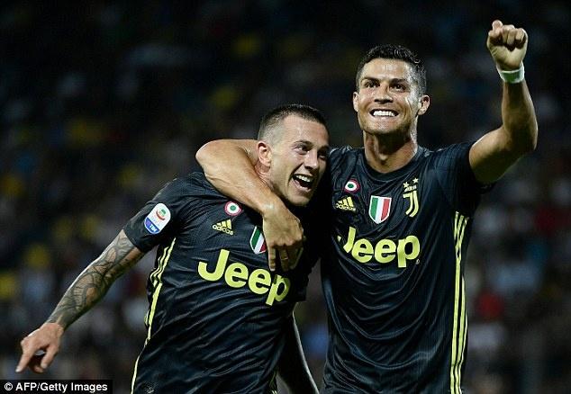 Juve thang Frosinone 2-0: Ronaldo va ban linh nha vo dich hinh anh