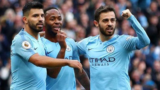 Man City len ngoi dau bang, Oezil giup Arsenal thang Watford 2-0 hinh anh