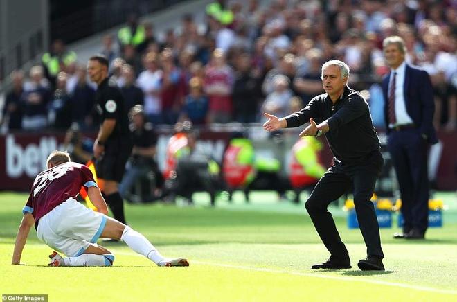 MU thua West Ham 1-3: Sau lung Mourinho la vuc tham hinh anh 4