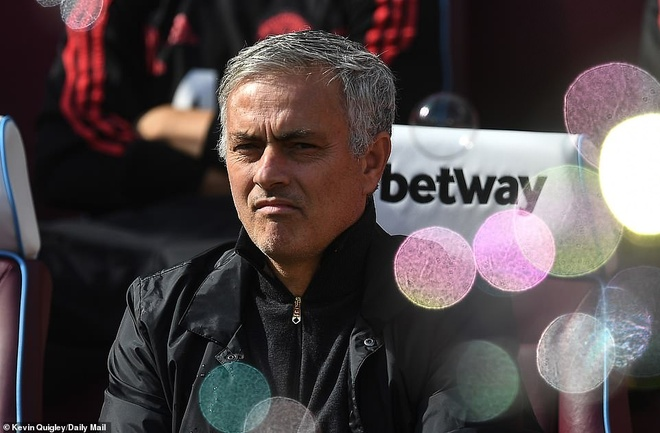 MU thua West Ham 1-3: Sau lung Mourinho la vuc tham hinh anh