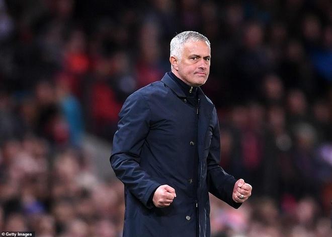MU thang Newcastle 3-2: Dung hong quat nga Mourinho hinh anh