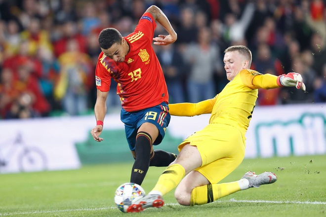 Tay Ban Nha thua Anh 2-3: Hang cong chan go bao hai 'Bo tot' hinh anh
