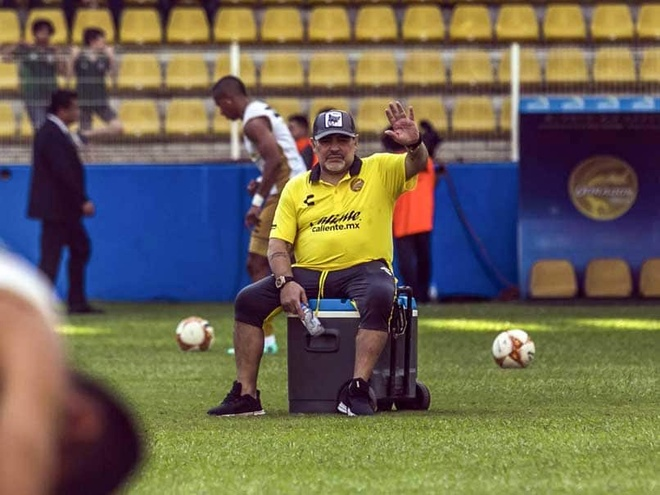 Diego Maradona mat het sun dau goi, se phai dung chan gia hinh anh 1