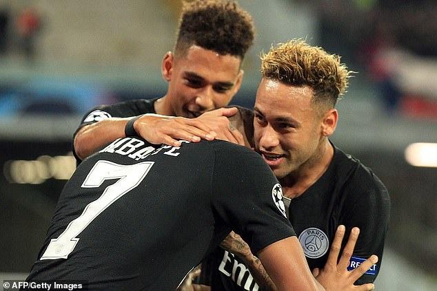 Hoa Napoli 1-1, PSG van rong cua di tiep tai Champions League hinh anh