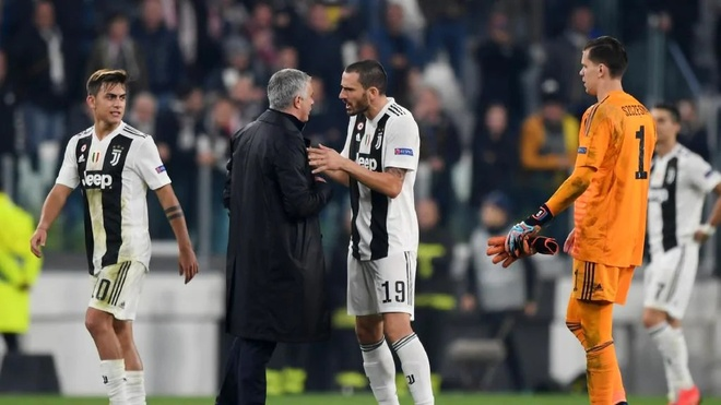 Bonucci noi gian voi HLV Mourinho vi man an mung khieu khich hinh anh 1