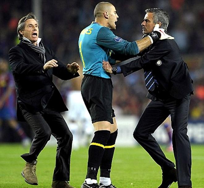 Bonucci noi gian voi HLV Mourinho vi man an mung khieu khich hinh anh 2