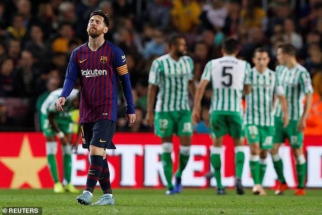 Messi lap cu dup, Barca thua Real Betis 3-4 ngay tai Camp Nou hinh anh