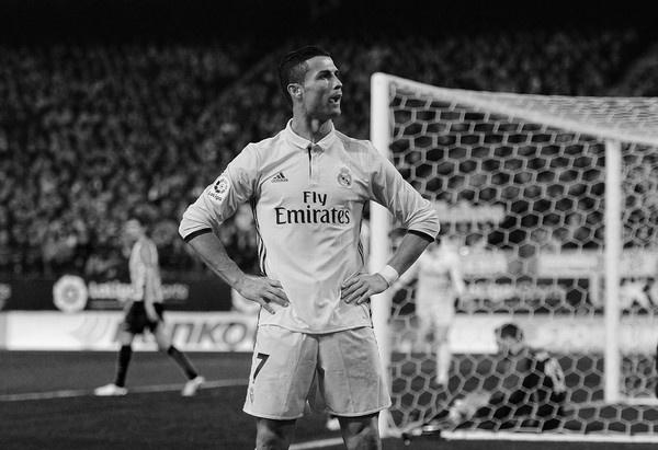 Khoang trong Ronaldo bo lai dang huy hoai Real Madrid hinh anh