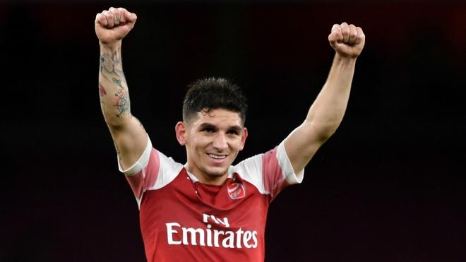 Lucas Torreira lap sieu pham, Arsenal duy tri mach bat bai hinh anh
