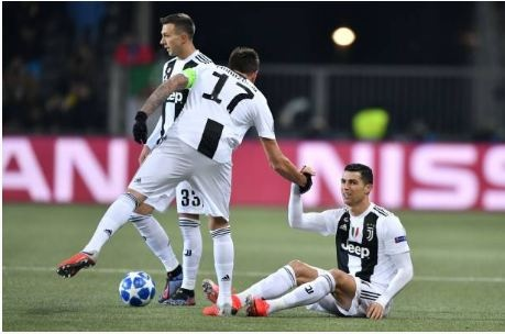 Ronaldo vo duyen, Juventus thua Young Boys 1-2 hinh anh 1