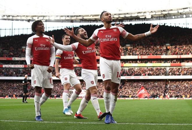 'Song tau' Oezil - Aubameyang toa sang, Arsenal tro lai mach thang hinh anh 1