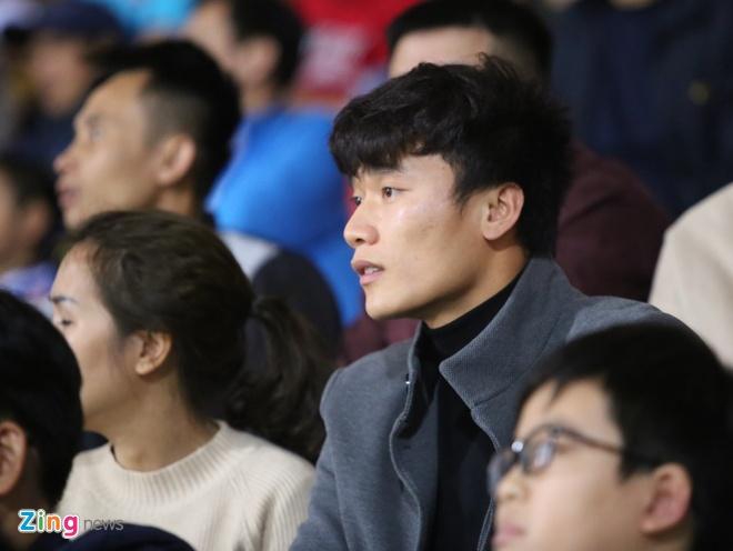 Tro ve tu Asian Cup, Bui Tien Dung du khan tran dau cua U22 Viet Nam hinh anh 1