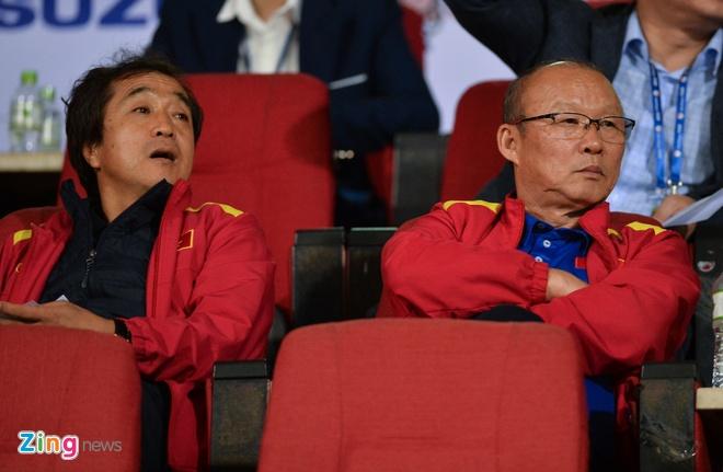 Tro ve tu Asian Cup, Bui Tien Dung du khan tran dau cua U22 Viet Nam hinh anh 2