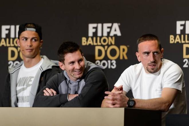 Ribery van cay cu vi tuot mat Qua bong Vang 2013 vao tay Ronaldo hinh anh 1