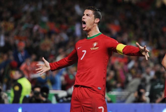 Ribery van cay cu vi tuot mat Qua bong Vang 2013 vao tay Ronaldo hinh anh 2