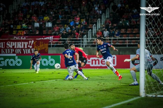 Van Lam de lot luoi, Muangthong United thua tran thu 2 lien tiep hinh anh 1