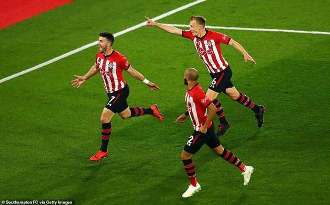 Salah toa sang giup Liverpool tro lai ngoi dau Premier League hinh anh 1
