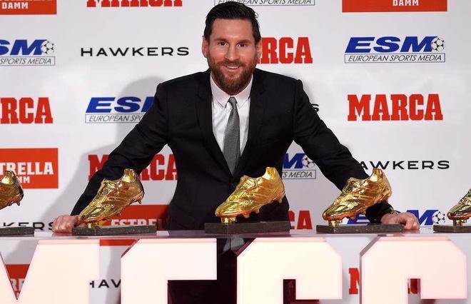 Messi cho Ronaldo ngui khoi khi gianh 'Chiec giay vang' thu 6 hinh anh 1