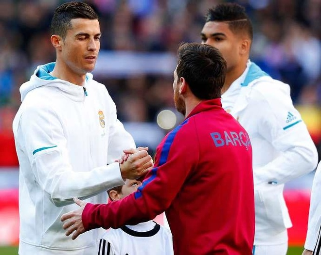Lionel Messi: 'Di nhien toi nho Ronaldo' hinh anh 2
