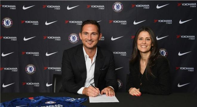 Lampard rạng rỡ trong ngày trở lại Chelsea trên cương vị mới. Ảnh: Chelsea.