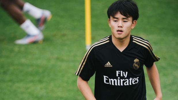 Takefusa Kubo khien dan sao Real Madrid kinh ngac tren san tap hinh anh