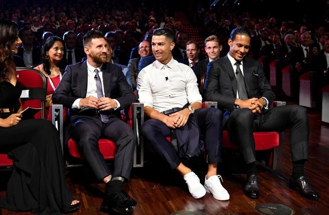 Van Dijk thang ap dao Ronaldo ve so phieu bau hinh anh 1