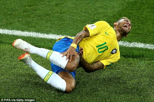 Neymar: 'Tôi ăn vạ để bảo vệ chính mình'