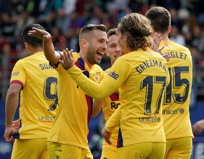 Messi, Griezmann ghi ban dua Barca chiem ngoi dau cua Real hinh anh 1