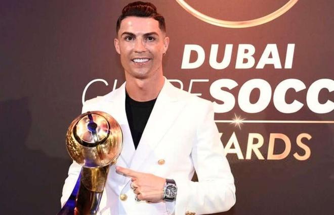 Ronaldo gianh giai 'Cau thu hay nhat nam 2019' o Dubai hinh anh 1 Ro124125.jpg