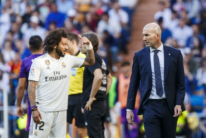 Dù luôn yêu quý cậu học trò, Zidane biết đâu là thời điểm để Marcelo dừng lại. Ảnh: Getty.