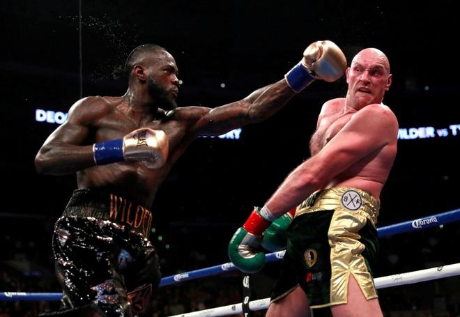Tyson Fury gay tranh cai khi giai cuu tom hum hinh anh 2 NINTCHDBPICT000554005248_2.jpg
