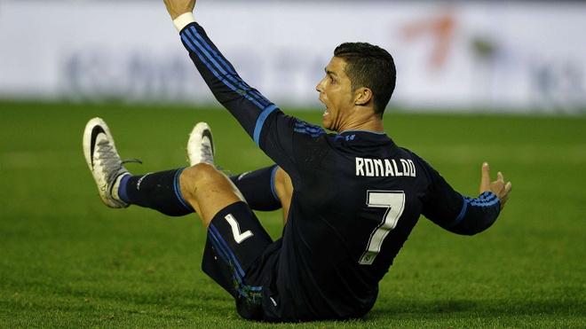 Neville ke chuyen dung tieu xao voi Ronaldo hinh anh 1 ro78.jpg